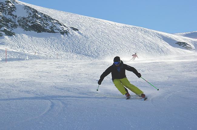 ski instructor course Saas Fee, improve your skiing, ski lessons, ski course, Peak Leaders