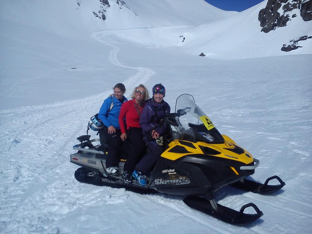 Peak Leaders Bariloche Argentina Basi Level 2 Gap Course_Baguales snowmobile cat skiing